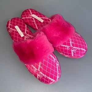 Victoria's Secret Pink Fluffy Slippers Size M 7/8
